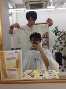 先輩の山﨑さんにカットしてもらいました☆