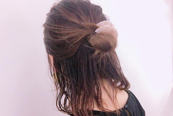 いま流行りのヘアアクセをつけたアレンジ方法♡